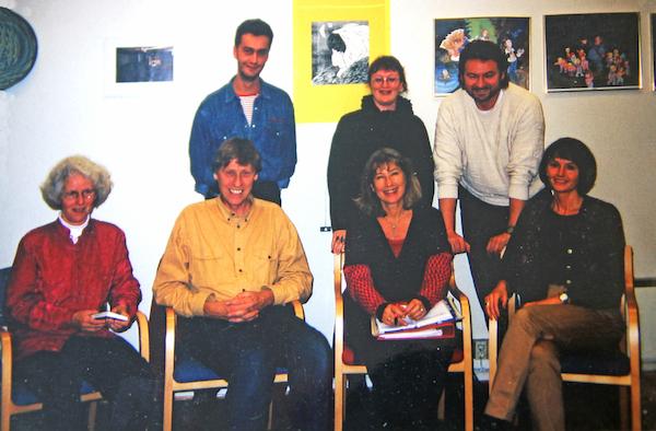 - Bildet viser det nyvalgte styret i NFP 22.10.98.Sittende fra venstre: Astri Hognestad (Jungiansk terapi) Daan van Baalen (styreleder Gestaltterapi) Annette Juell Ødegaard (Kunst –og Uttrykksterapi), Ann-Brit Tangstad (Danse-og Bevegelseterapi) Bak fra venstre: Eduardo Verdu (Psykodrama), Mette Kjelldahl (Gestaltterapi), Heini Ringel (Integrativ Terapi).Lars Jansen (Bodynamics) var ikke tilstede da bildet ble tatt
